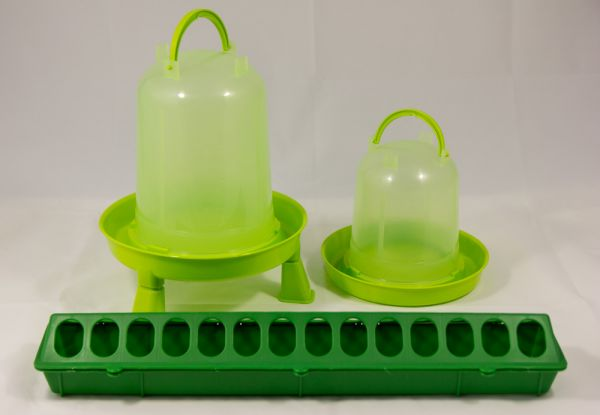 Futterspender und Tränken Set lemongrün